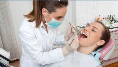 歯科医と女性