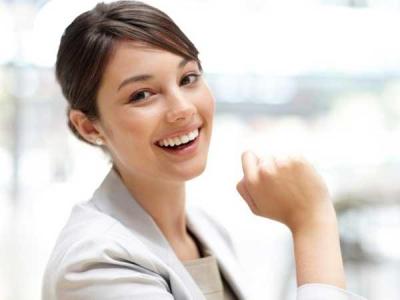 嬉しそうな女性